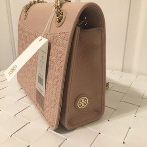 26594dfbc272 Tory Burch Bags - NWT Tory burch Bryant medium shoulder bag